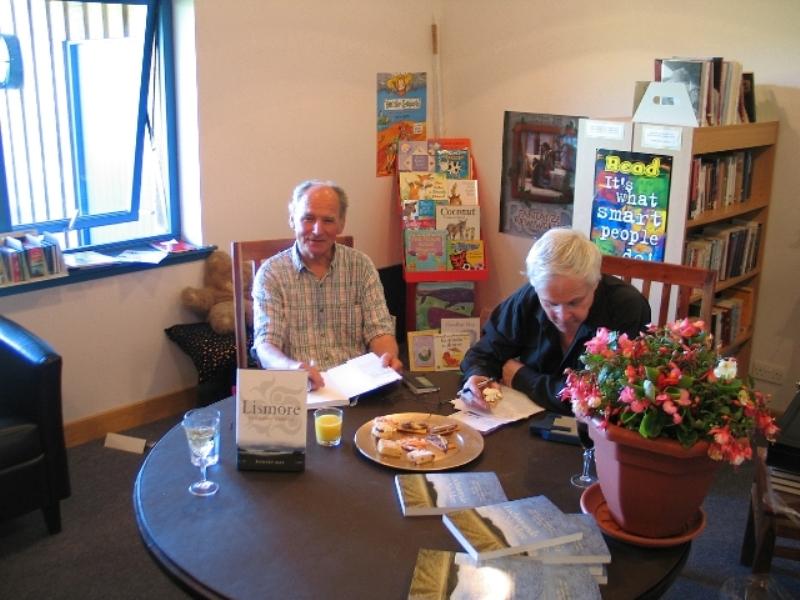 Bob_Hay_signing